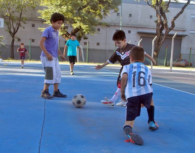 Teach Kids Football in Argentina