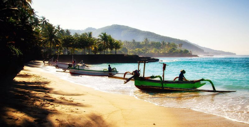 18268 - Indonesia - Boats on Beach