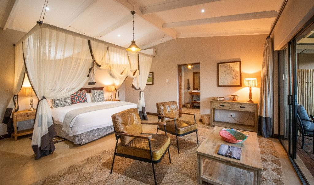 South Africa - Battlefields - Fugitives' Drift Lodge Elegant Four poster bed