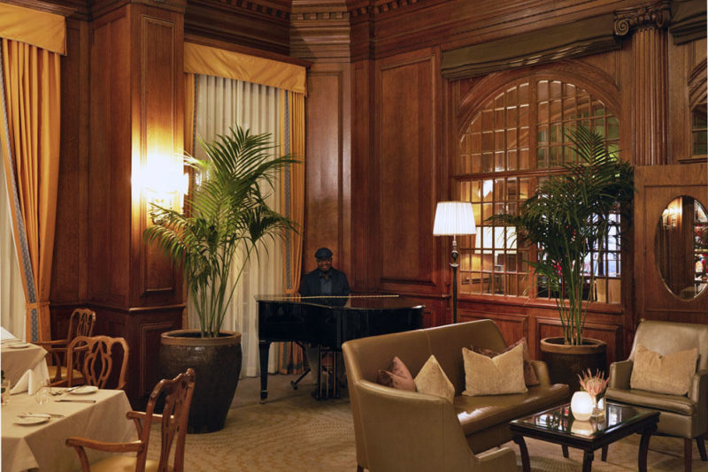 South Africa - Cape Town - Belmond Mount Nelson - Lord Nelson Restaurant - Sherwood at night - Pianist