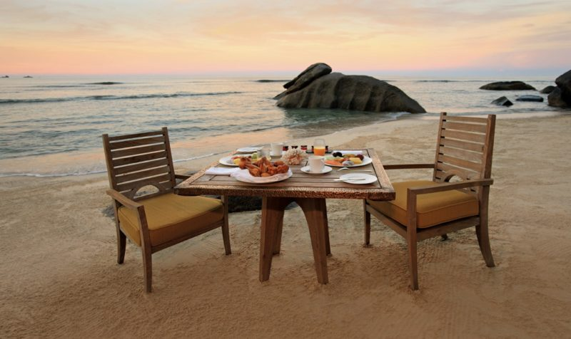 Seychelles - Mahe Island- 1554 - Maia Luxury Resort & Spa - Breakfast On Beach