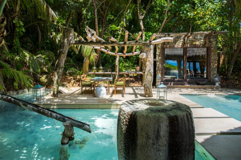 Seychelles - North Island - 1554 - North Island Resort - Al Fresco Dining - Swim up restaurant