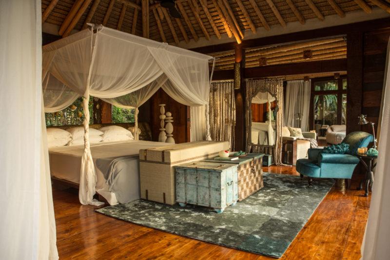 Seychelles - North Island - 1554 - North Island Resort- Villa North Island Bedroom - Four poster bed