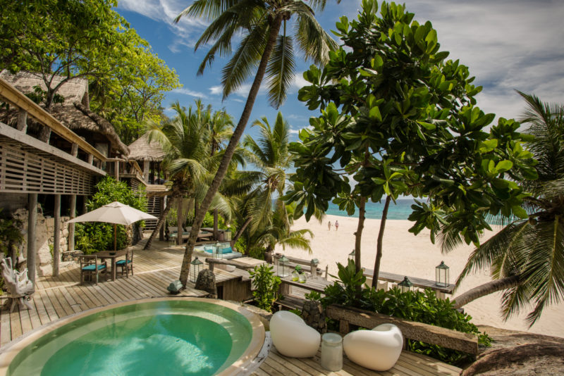 Seychelles - North Island - 1554 - North Island Resort- Villa North Island - Jacuzzi and couple on the beach