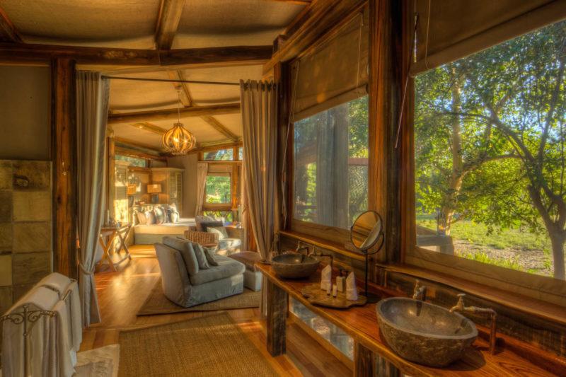 Botswana - Okavango Delta - Camp Okavango - Luxury Family Suite - Double vanity room