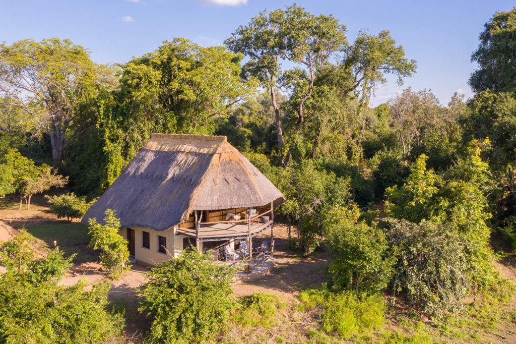 Zambia - South Luangwa National Park - 1564 - Kafunta River Lodge exterior