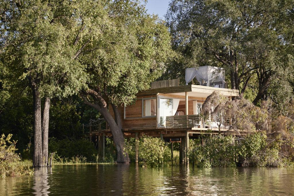 Zimbabwe - Victoria Falls - 1564 - Lodge over River
