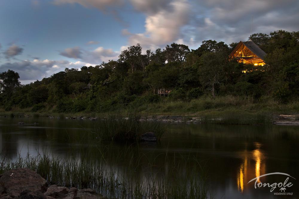 Malawi - Nkhotakota Wildlife Reserve - 1564 - Lodge next to River
