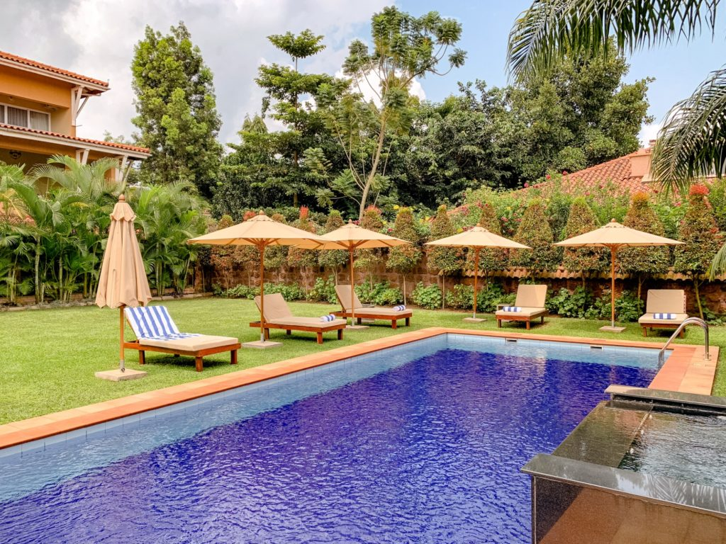 Uganda - 1568 - Entebbe - Hotel No.5 Uganda Pool and Gardens