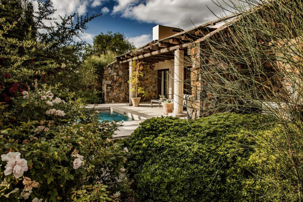 Argentina - Mendoza - 1584 - Cavas Wine Lodge gardens