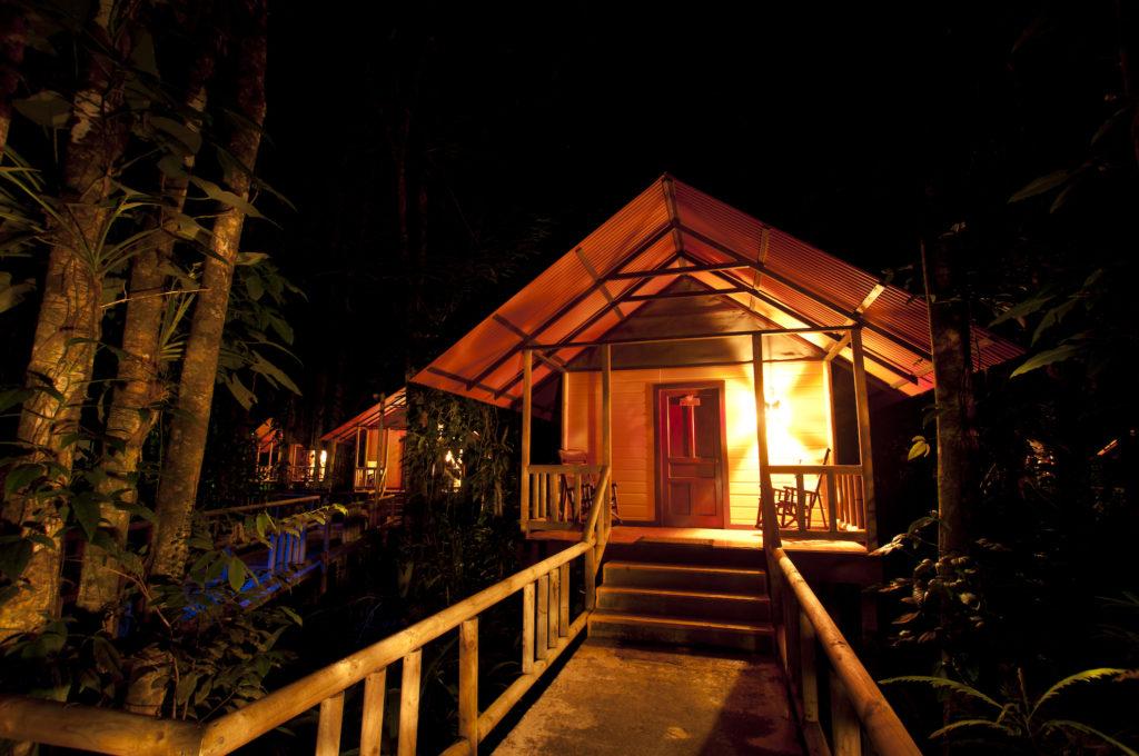 Costa Rica - Tortuguero - 1570 - Evergreen Lodge at night