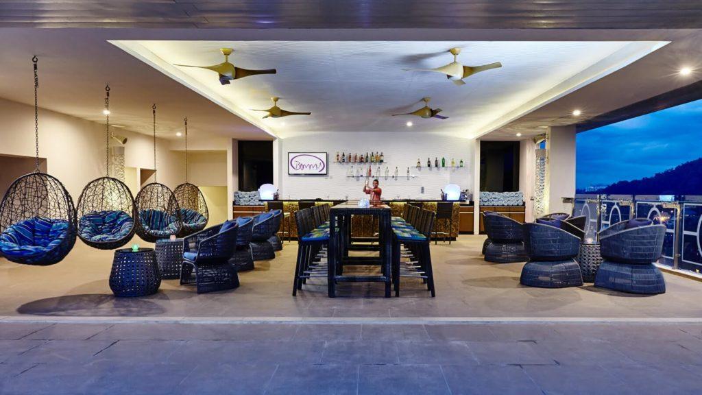 Sri Lanka - Kandy - 1567 - Ozo Kandy Hotel Cocktail Bar