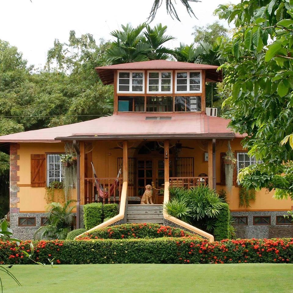 Ecuador - Naranjito - 1557 - Hacienda La Danesa Outside Gardens