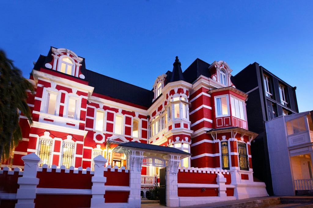 Chile - Valparaiso - 1560 - Palacio Astoreca Hotel Front of hotel