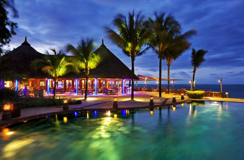 Mauritius - South Coast - 3996 - Heritage Awali - Infinity Blue Bar at night by the pool
