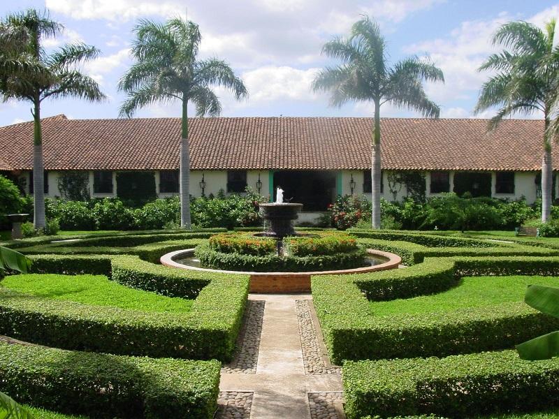 Nicaragua - Leon - 10024 - El Convento Gardens