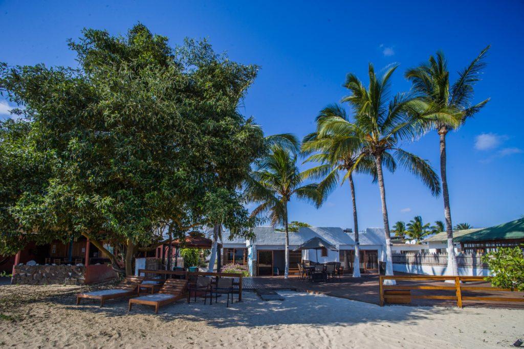 Ecuador - Galapagos - 1557 - Hotel Isamar Exterior Beach Front