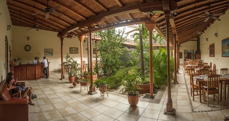 Nicaragua- Granada- 10024- El Almirante Garden Courtyard