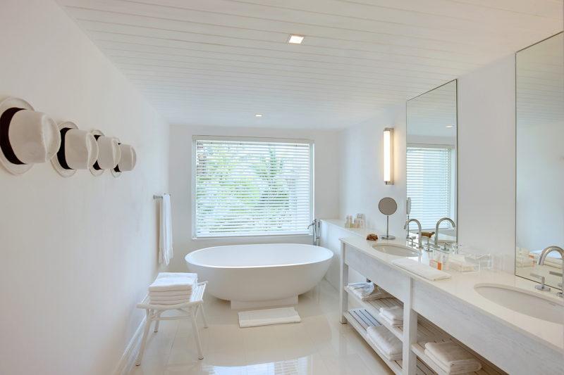 Mauritius - East Coast - 3996 - LUX* Belle Mare Resort & Villas - Honeymoon Suite & LUX* Suite - Bathroom - Vanity and bath