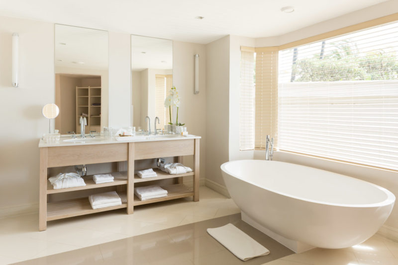 Mauritius - East Coast - 3996 - LUX* Belle Mare Resort & Villas - Ocean Suites & Family Suites - Bathroom - Vanity and bath