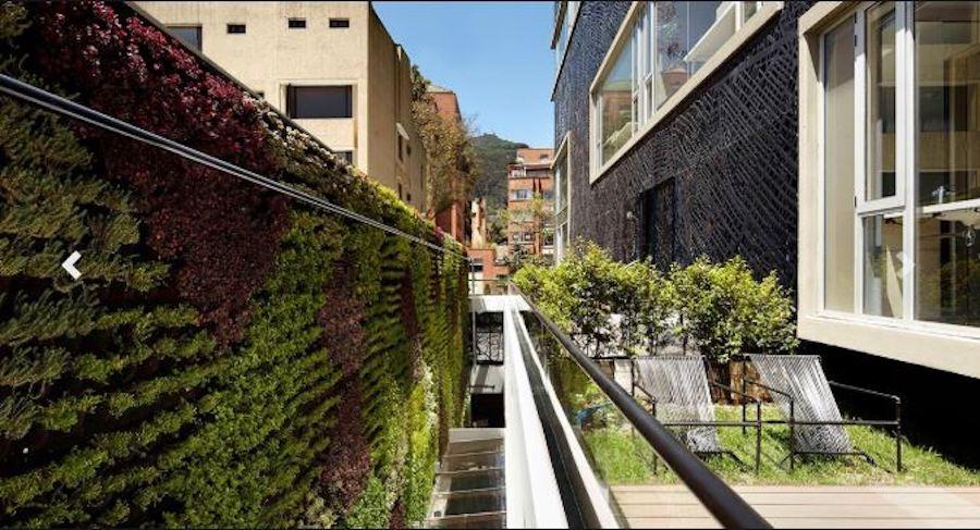 Colombia - Bogota - 1558 - Click Clack exterior