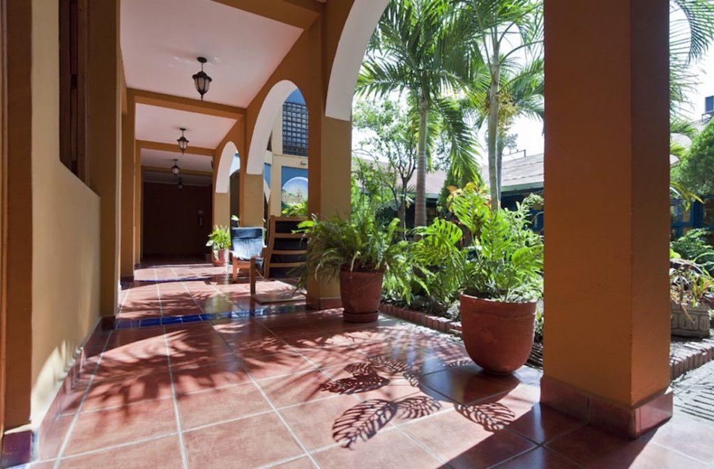 Nicaragua - Esteli - 10024 - Los Arcos courtyard