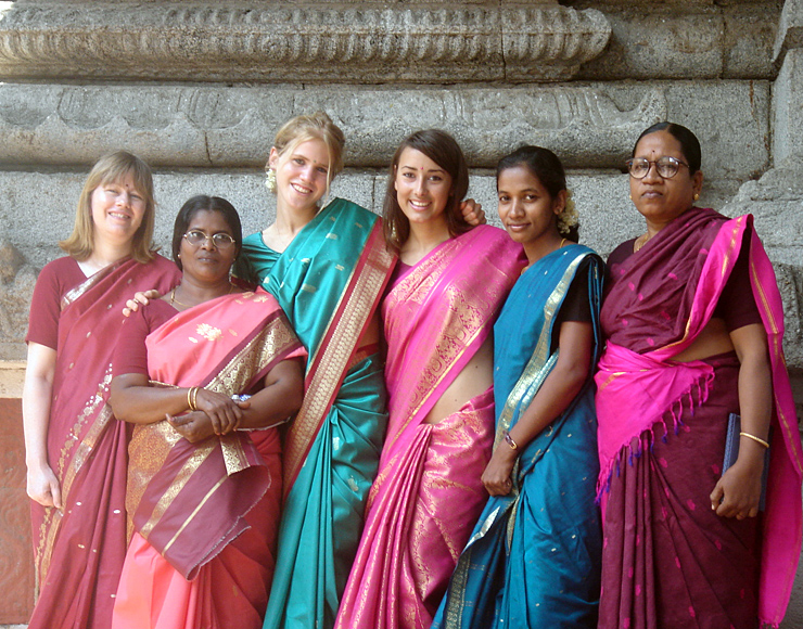Volunteers in India Dress