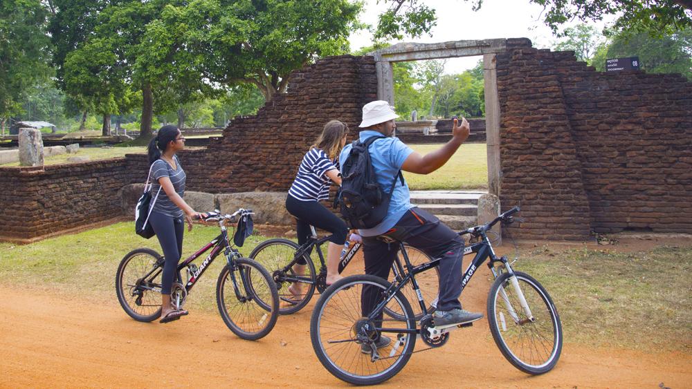 Exquisite Sri Lanka - 1567 - Anuradhapura City Bike Tour Of Monuments