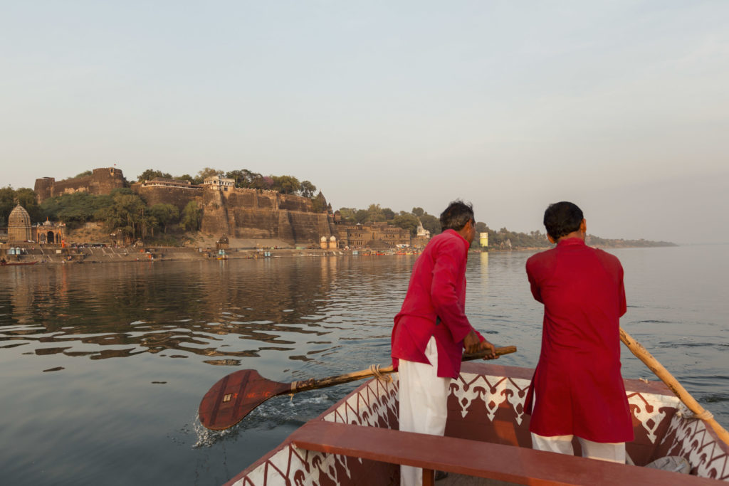 India - Madhya Pradesh - 1556 - Ahilya Fort Maheshwar - Evening-boat-trip-in-River-Narmada