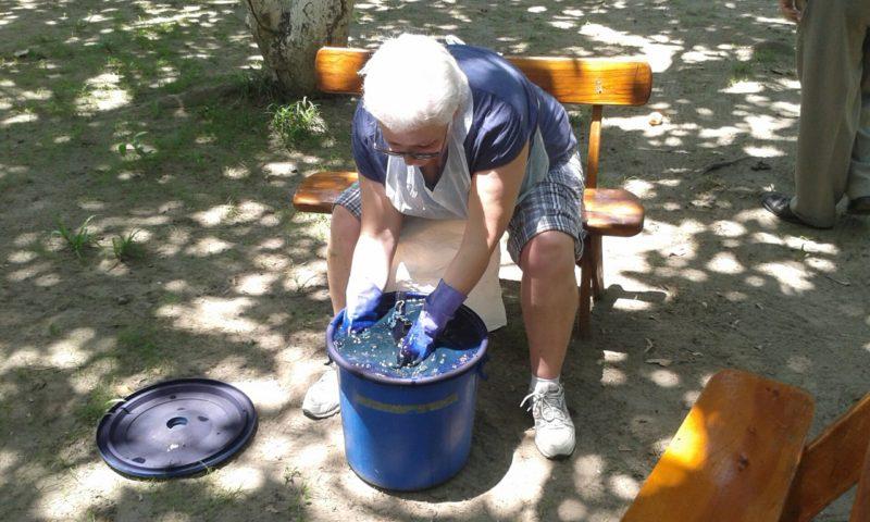 Essential El Salvador - 10024 -Indigo Workshop - Working with hands