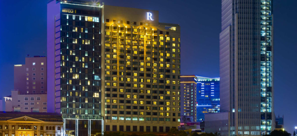 Vietnam - Ho Chi Minh City - 16103 - Renaissance Riverside Hotel Saigon at night