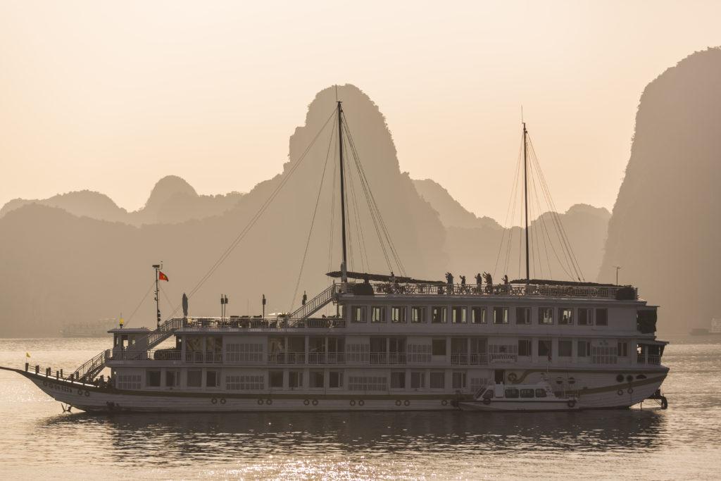 Vietnam - Ha Long - 16103 - Sailing