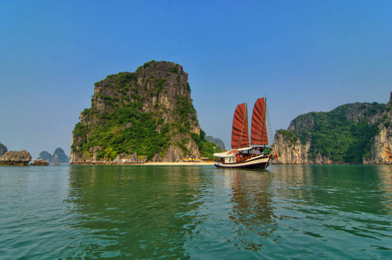 Ha Long - Vietnam - 16103 - Indochina Junk