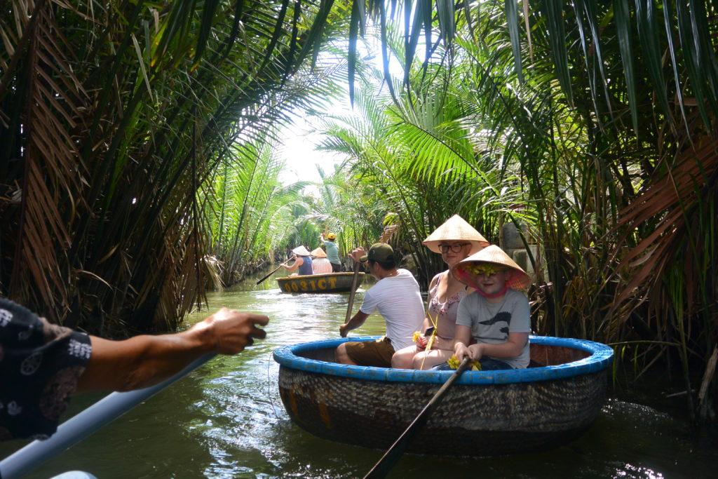 Hoi An - Vietnam - 16103 - Canoe in Hoi An