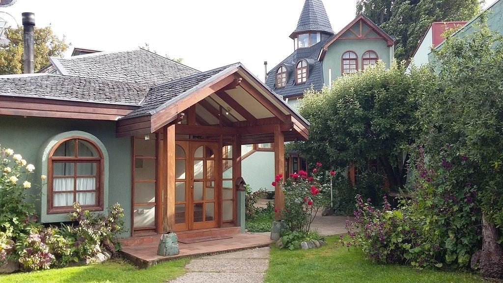 Chile - 1560 - Coyhaique - Belisario Jara Hotel Exterior