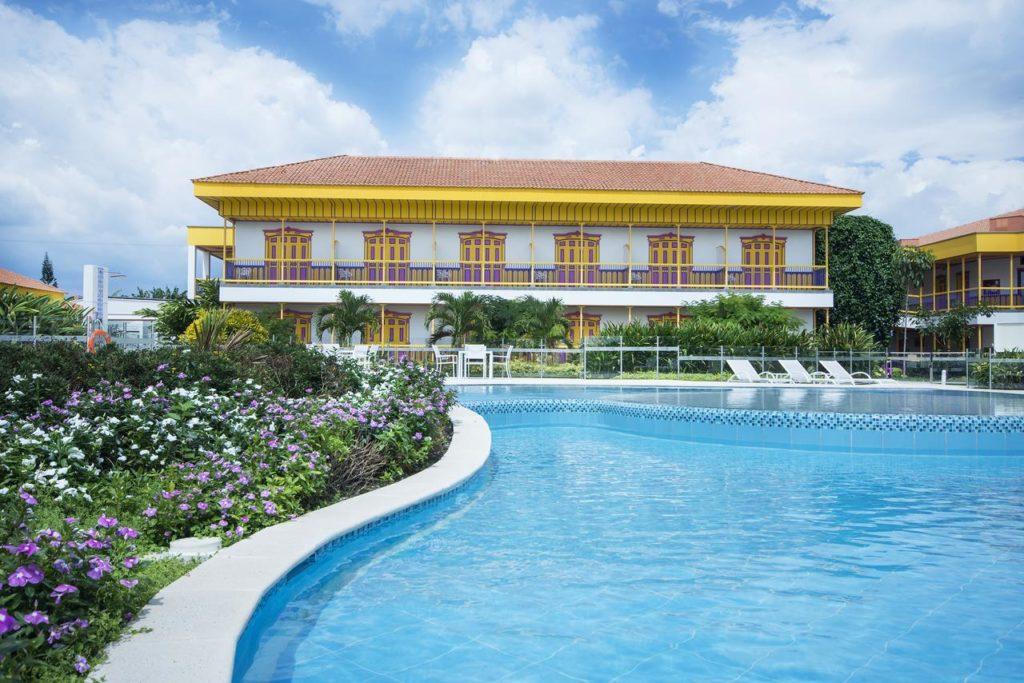 Colombia - Armenia - 1558 - Hotel Mocawa Resort Pool Exterior