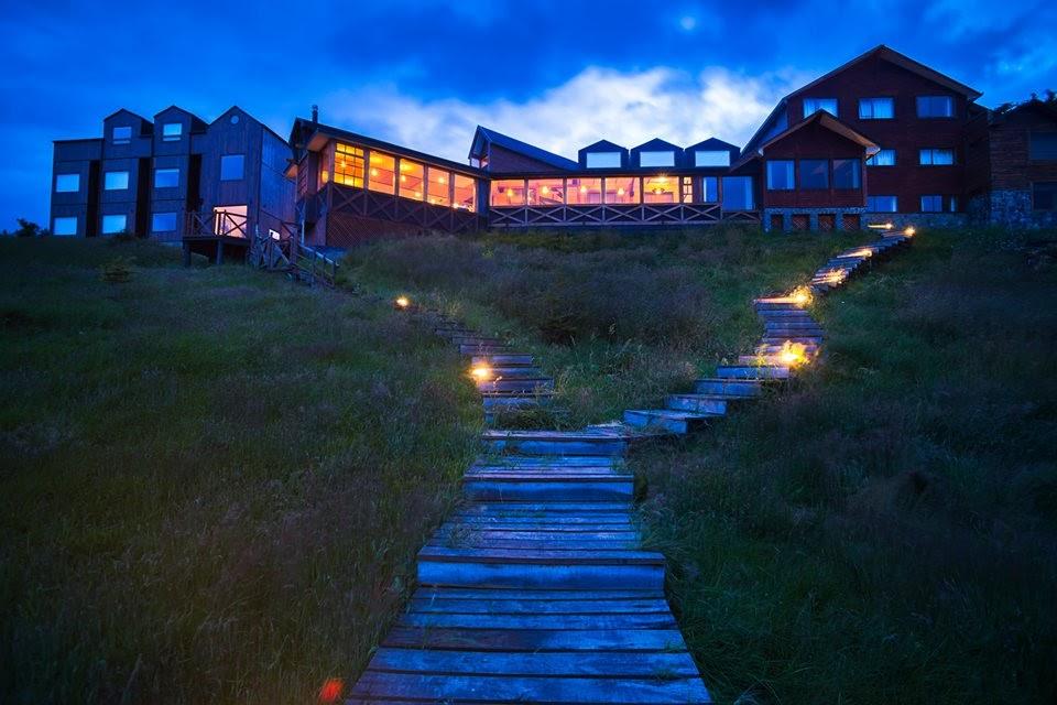 Chile - Puerto Natales - 1560 - Weskar Lodge Night Exterior