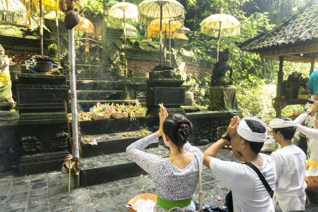 18268 - Indonesia - Praying at a Temple