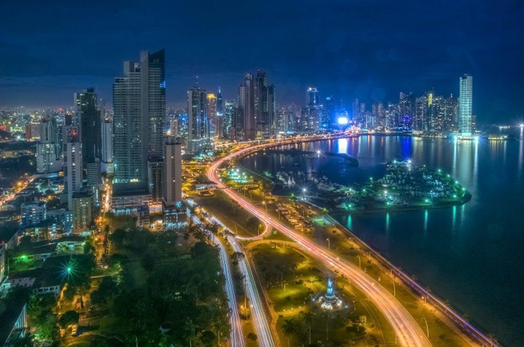Panama - Panamanian Adventure - 10024 - Cinta costera night scene