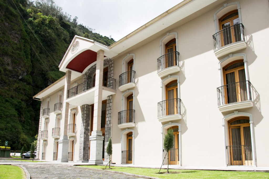 Ecuador - Banos - 1557 - Sangay Hotel Spa Fachada - Exterior of hotel