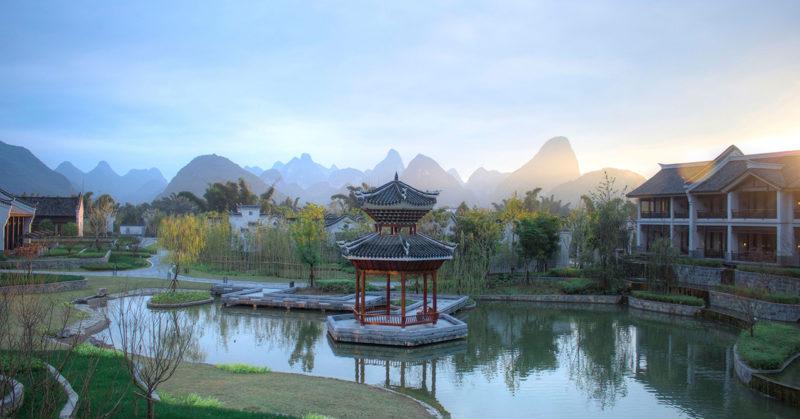 China - Guilin - 18262 - Banyan Tree Resort Yangshuo - Lake side