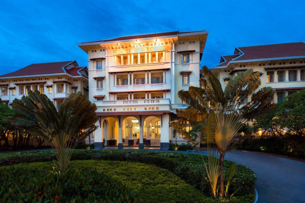 Cambodia - Phnom Penh - 18260 - Front of Hotel