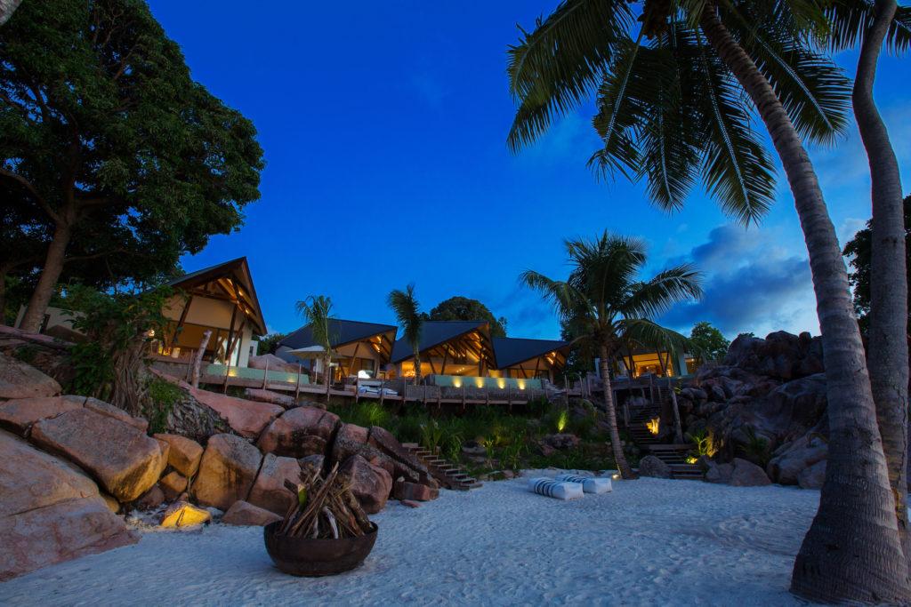 Seychelles - Praslin Island - 1554 - Deckenia beach front