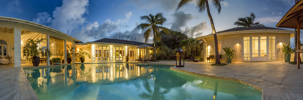 St Vin & The Grenadines - Mustique - The Cotton House pool