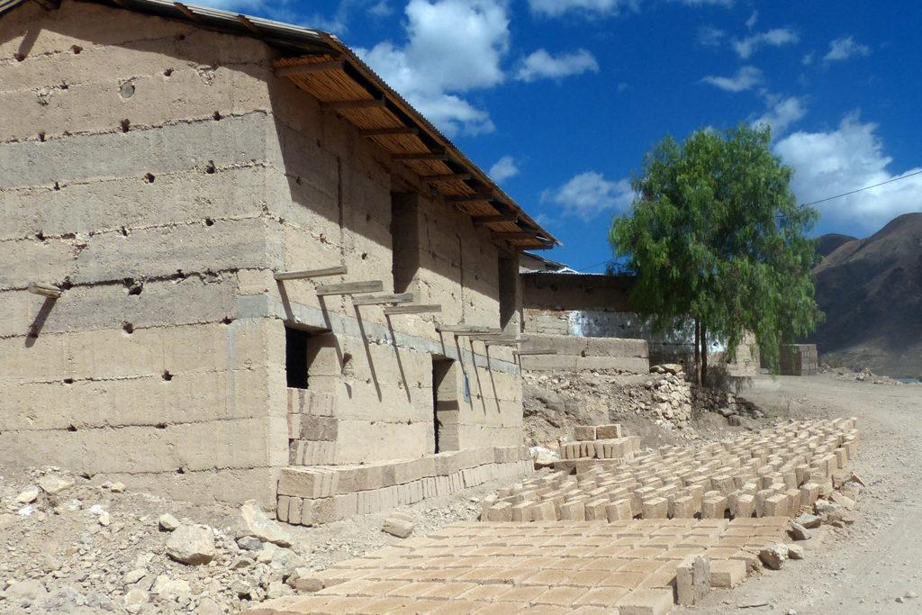 Bioclimatic Village House Peru