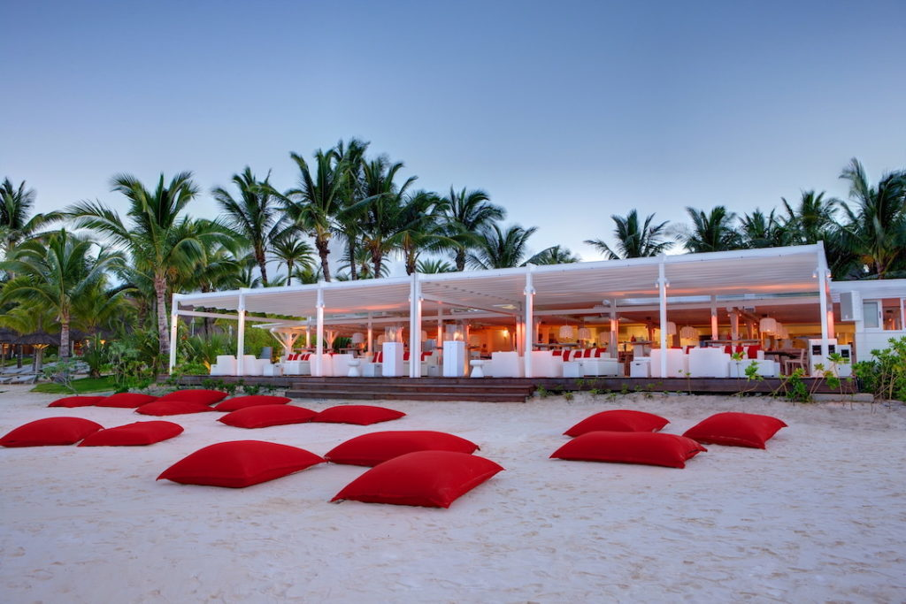 LUX* Belle Mare Resort & Villas - Relaxation On The Beach