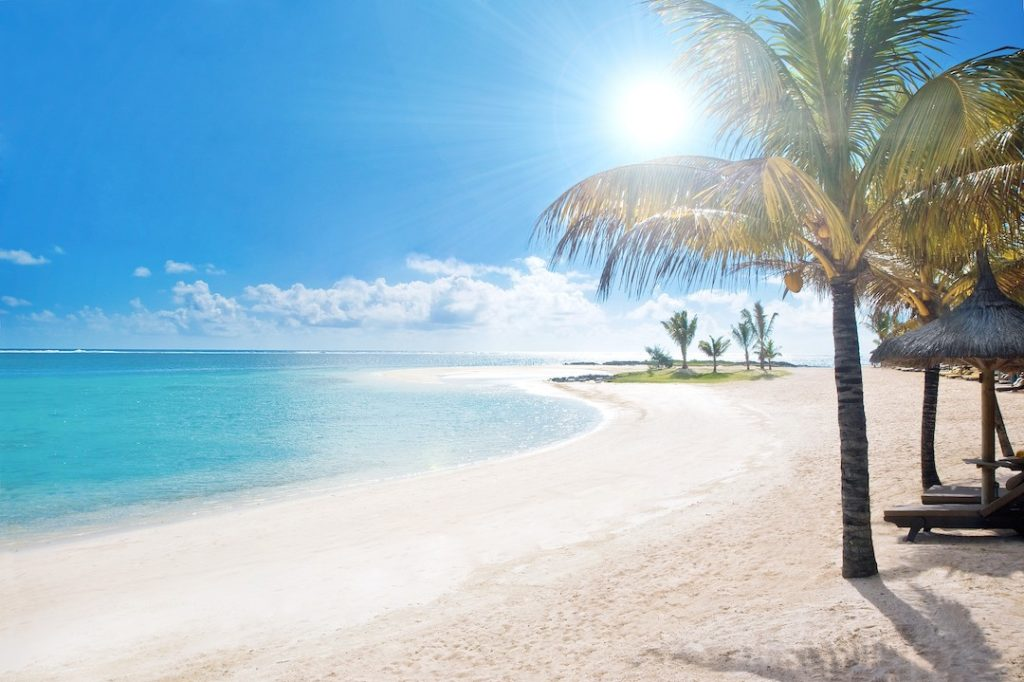 LUX* Belle Mare Resort & Villas - Beach 2