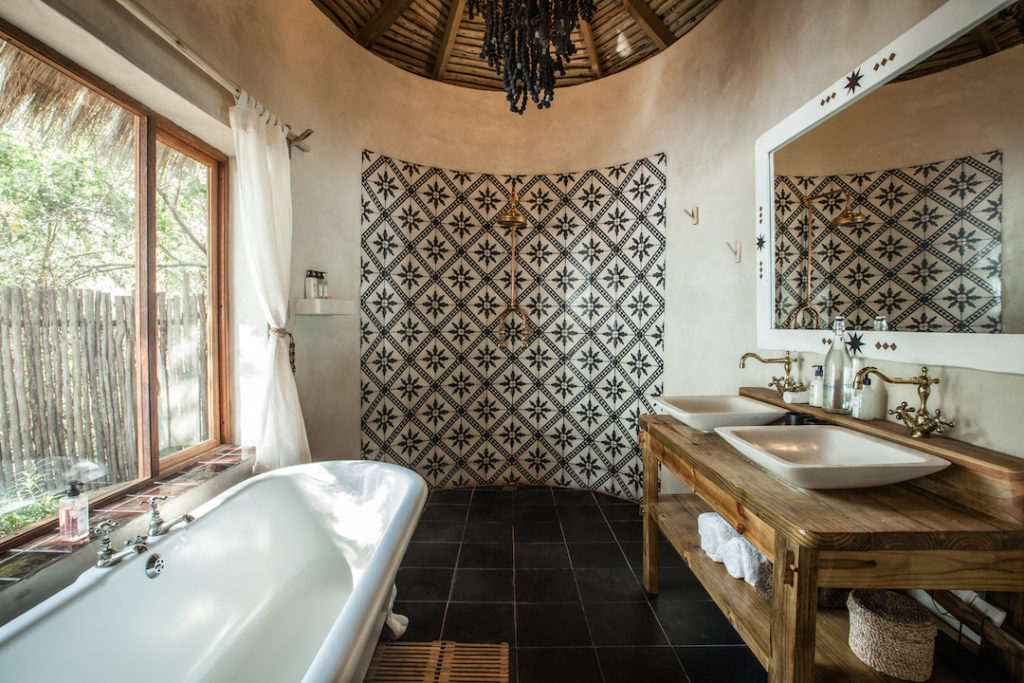 Tongabezi Lodge - Bathroom